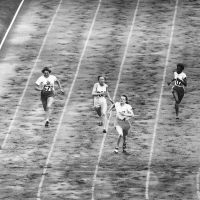 De 100 meter finale vrouwen. Atletiek in het empire stadion, Wembley, Londen, 1948. Foto Bettmann / Getty Images